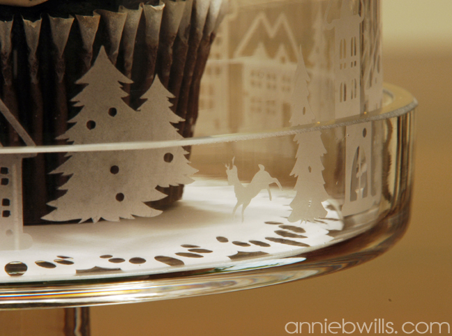 snowy-village-etched-cake-dome-by-annie-williams-detail-2