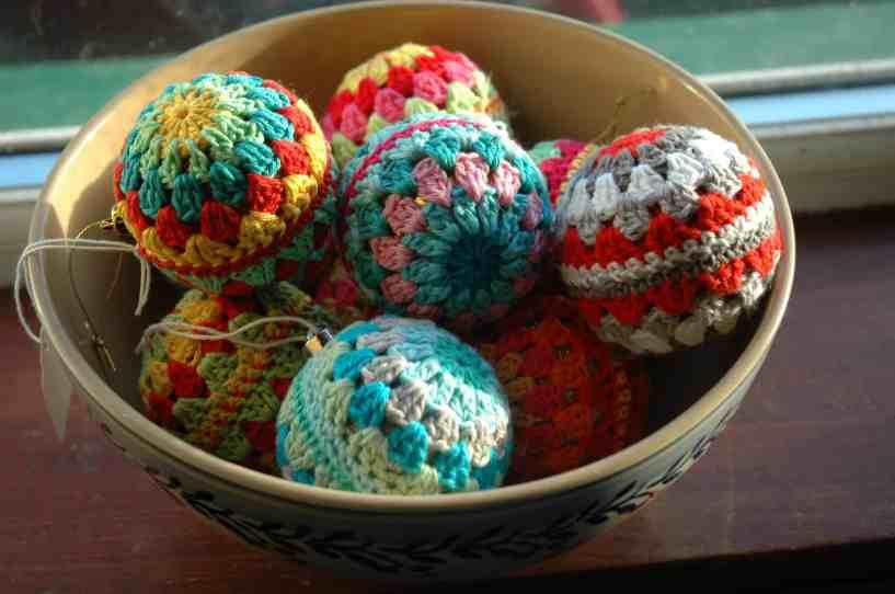 crochet granny christmas baubles pattern
