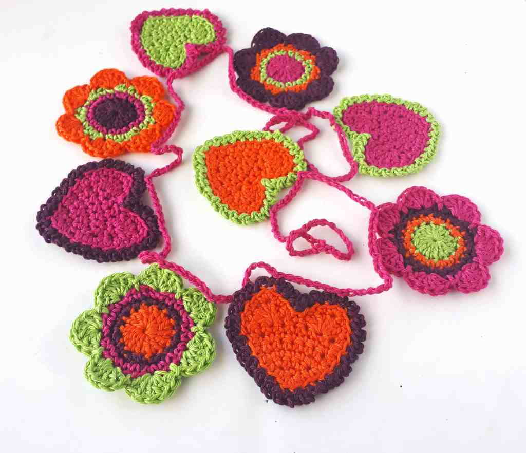Crochet Garland for Valentine's Day – Free Crochet Pattern