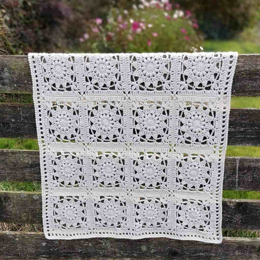 Edelweiss – Crochet Blanket with Flower Squares