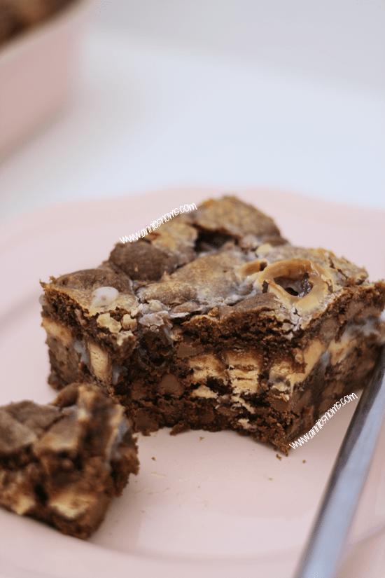 Fudgey Cookie Crumble Bars