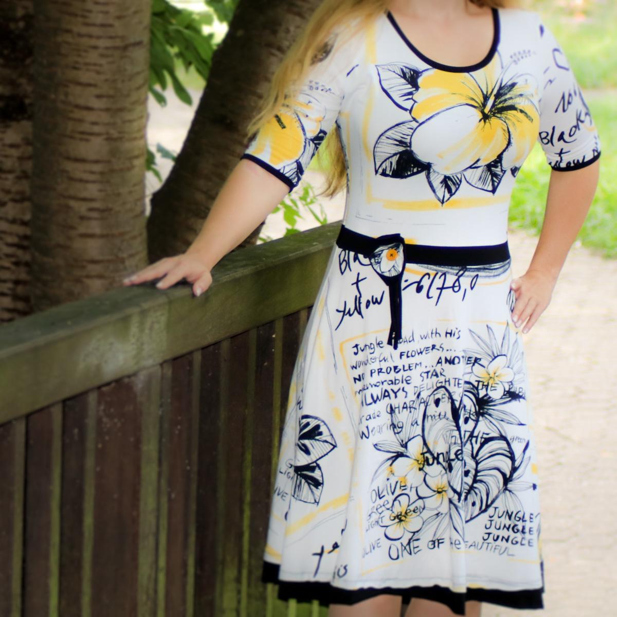 Sommerkleid Ella mit Ansteckblume aus Stoffresten