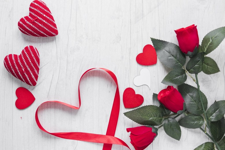 Top 10 Romantic Surprise Wedding Anniversary Gifts Ideas For Wife