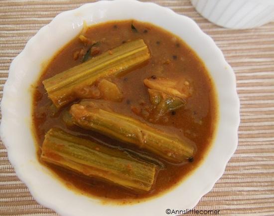 Drumstick Brinjal Tamarind Curry / Kathrikai Murungaikai Puli Kulambu