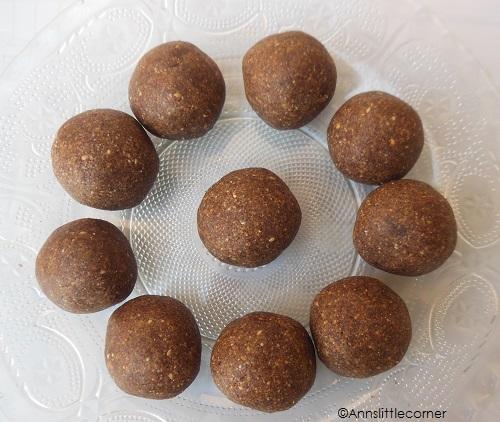Ragi Ladoo | Kelvaragu Ladoo | Peanut Ladoo