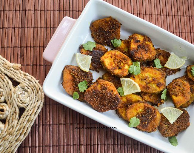Raw Banana Tawa Fry / Vazhaikai Varuval