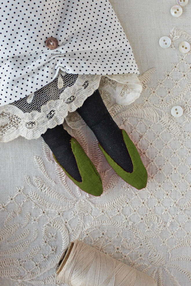 how to make rag doll shoes
