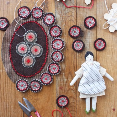 make a dollhouse rug from wool scraps