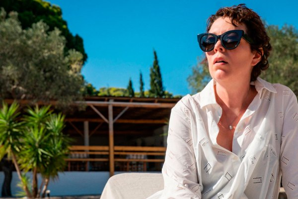The Lost Daughter La Figlia Oscura Maggie Gyllenhaal Elena Ferrante Olivia Colman