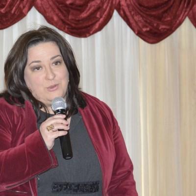 Mónica Yáñez presenta a Ana Veiga de Cáritas