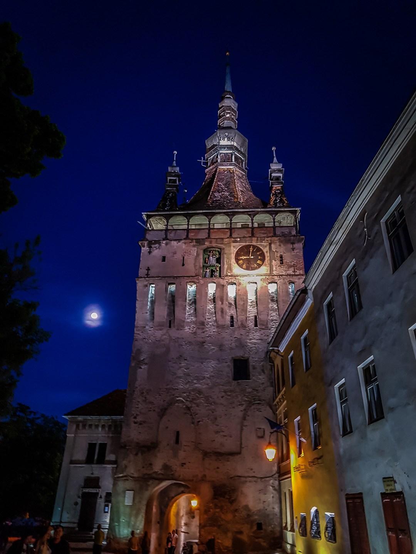 turnul cu ceas noaptea