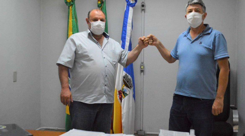 PREFEITO MUNICIPAL DE CATUÍPE REALIZA ATO DE TRANSMISSÃO DE CARGO PARA O VICE-PREFEITO