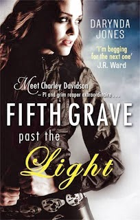 Darynda Jones – Fifth Grave past the Light