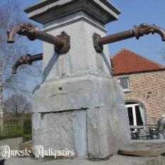 Ref. 19 – Antieke verlengde waterspuwer met vissenkop motief