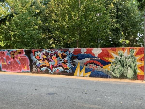 Hai mai pensato ai murales come ad un elemento d'arte e di design per. Un Tour Di Street Art A Parco Dora A Torino Piemonte Ansa It