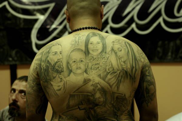 Tatuaggi potrebbero quadruplicare rischio epatite C