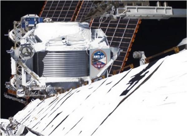 Il cacciatore di antimateria Ams installato all'esterno della Stazione Spaziale INternazionale (fonte: Collaborazione AMS)
