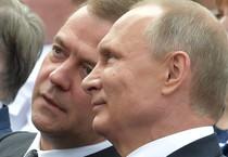 Vladimir Putin e Dmitry Medvedev (ANSA)