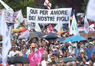 Un momento della manifestazione 'Difendiamo i nostri figli' a Roma (ANSA)