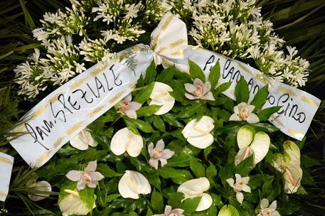 Per Ciro anche corona fiori della famiglia Speziale (foto: ANSA)