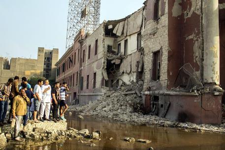 Egitto: autobomba esplode davanti a consolato italiano al Cairo © EPA