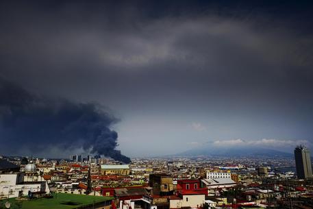 Incendio A Napoli Bloccato Traffico Linea  Metropolitana Ansa