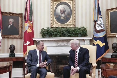 Donald J. Trump e Sergei Lavrov © EPA