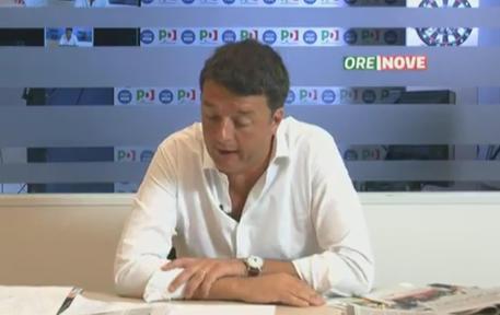 Matteo Renzi durante la rassegna stampa © ANSA