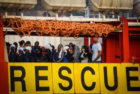 Una nave allo sbarco a Salerno il 14 luglio © ANSA
