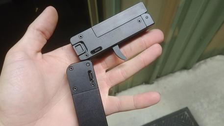 La pistola Lifecard 22 LR © ANSA