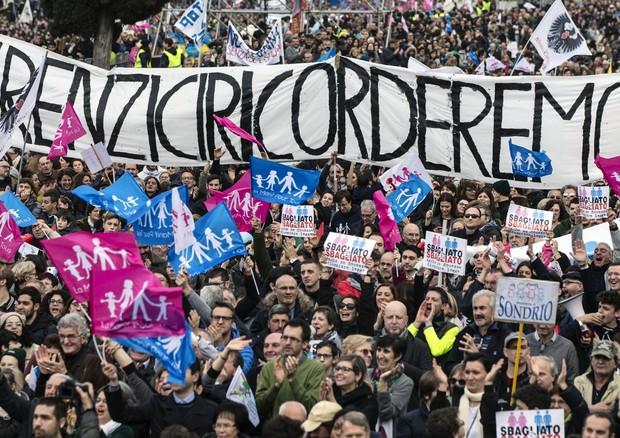 Family Day: in piazza spunta striscione 'Renzi ci ricorderemo' (ANSA)