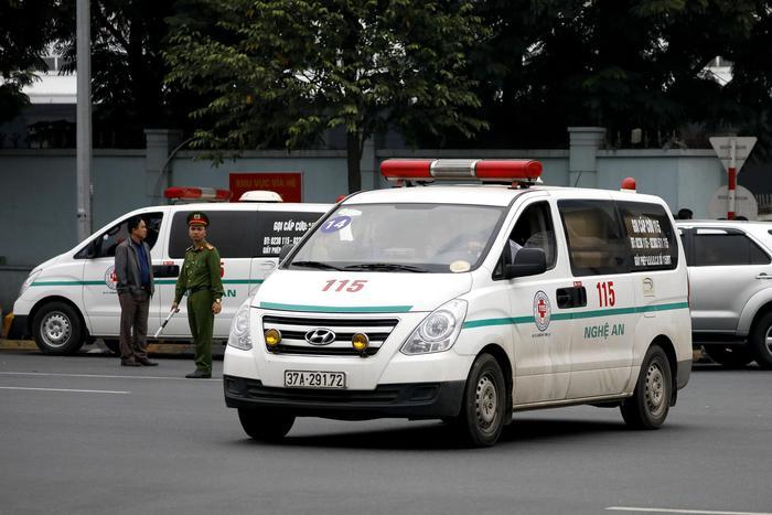 Auto contro scolari, un morto e 5 feriti