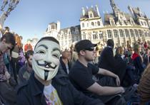 A Parigi gli indignati manifestano davanti al Municipio