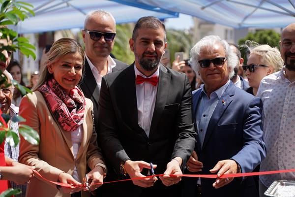 16a58fef11Açılış kurdelesini Konyaaltı Belediye Başkan Yardımcısı Tuğba Erke Bostan ve İş adamı Sadi Kan kesti (1) (Copy)