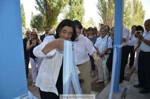 La rectora Teresa Vega realiza la inauguración de la obra en Cipolleti