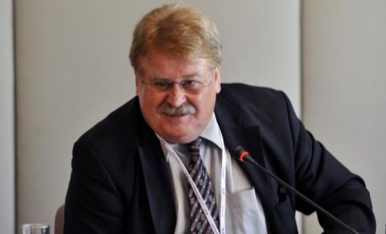 Membru al Parlamentului European: Românii care vin în Germania ar trebui să fie amprentaţi 407