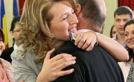 Fiica cea mare a preşedintelui s-a căsătorit în secret. Bani de stat, pentru soţul Ioanei Băsescu 418