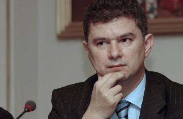 Divorț răsunător în politică: Liderul PMP București s-a despărțit de soție. Care este motivul 418
