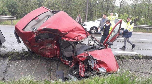 Doi tineri, proaspăt căsătoriți, morți într-un accident în Valea Ursului