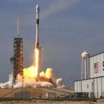 Lanzan misión tripulada de SpaceX a estación espacial