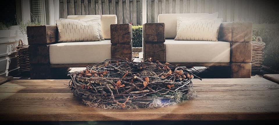 Afbeelding van twee fauteuils uit de Dutch Solid Wood Collection voor gebruilk op de website van Antérieur Authentique