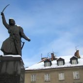 A monument to a famous revolutionary in Warsaw.