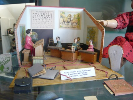Papier Mâché figurine of French schoolroom circa 1900. Photo courtesy flominator and wikicommons