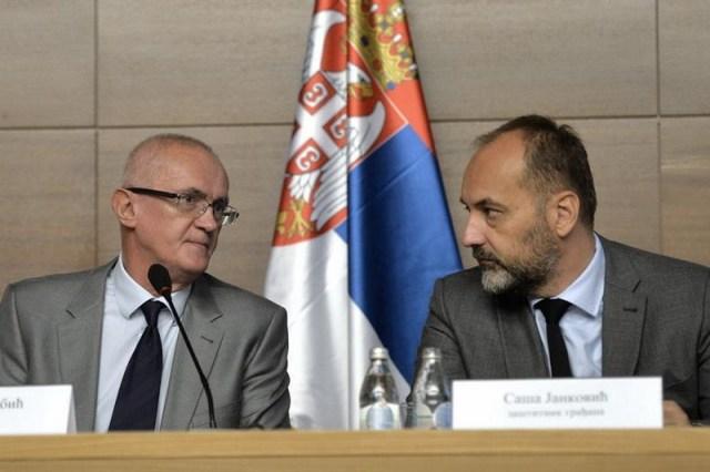 Iako su obavljali funkcije koje su po Ustavu apolitične, Saša Janković i Rodoljub Šabić radili su sve suprotno ustavnim i zakonskim  odredbama u potpunosti politizujući institucije koje su im poverene na upravljanje