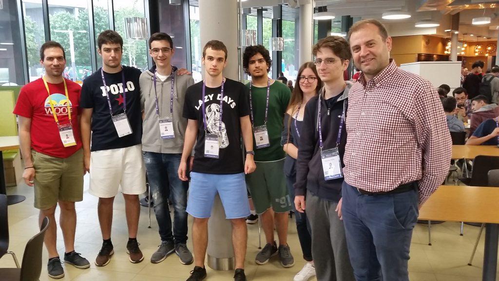 Ο Ανδρέας Σταλίδης συναντάει την εθνική ομάδα μαθηματικών στην 60η ΔΜΟ.