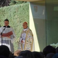 El cardenal arzobispo de Valladolid, D. Ricardo Blázquez, bendice la imagen de la nueva ermita
