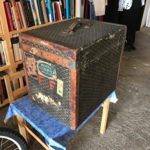 Koffert av märket Goyard