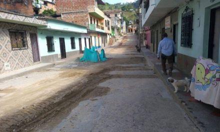 Pavimentación de vías urbanas en Caracolí