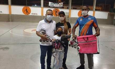 Entrega de implementos deportivos en Uramita