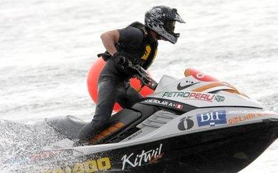 Carrera motonáutica en Puerto Triunfo